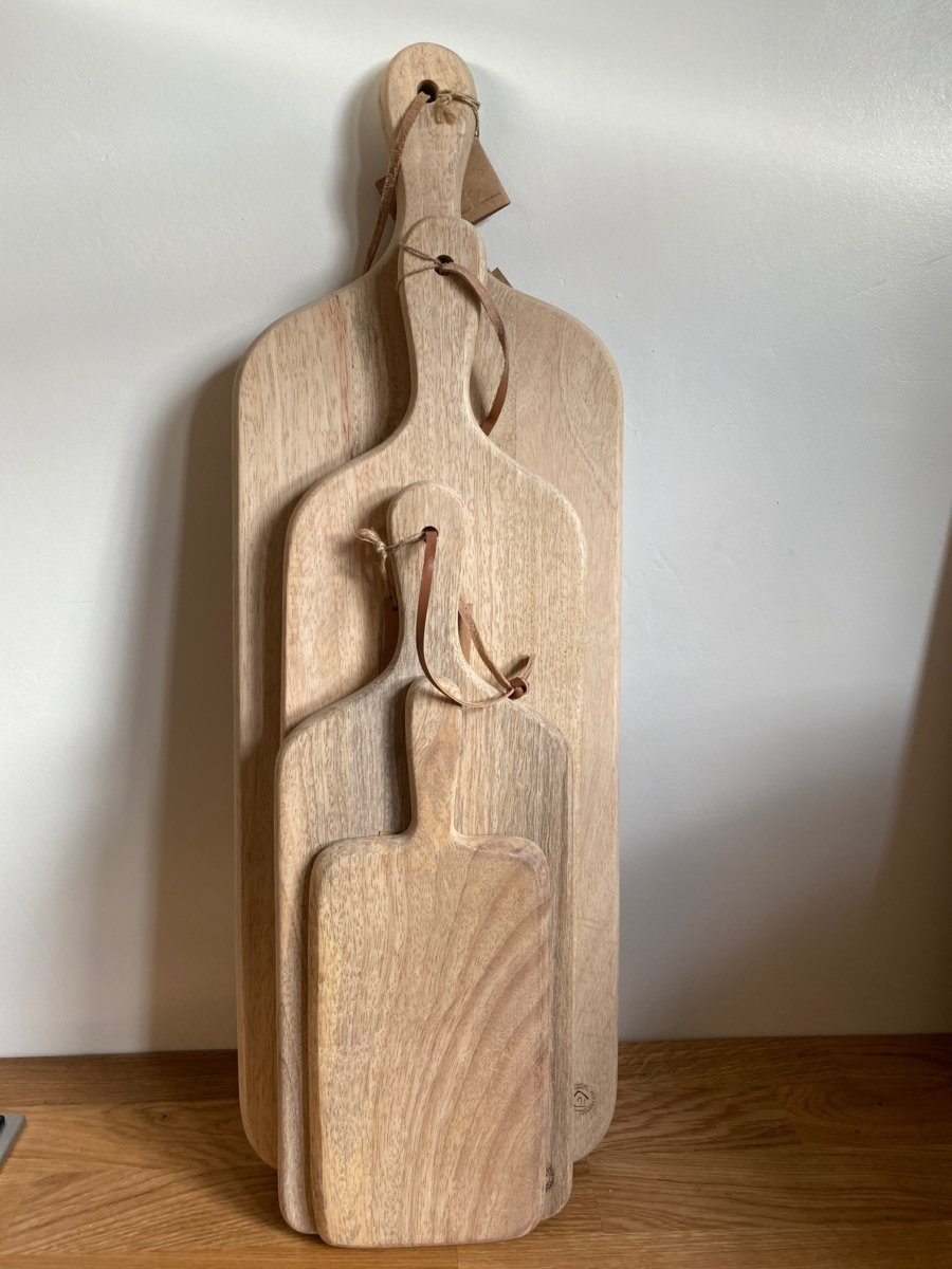 Planche chunni chopping board en bois de manguier - Nkuku