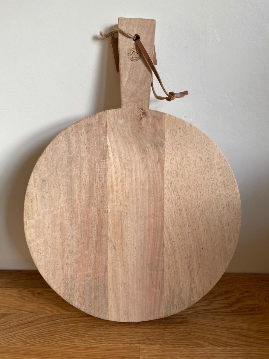 Planche PB3602 mango pizza board large en bois de manguier - Nkuku - Longueur 43cm /diamètre 31cm