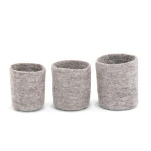 Set de 3 petits pots gigogne laine feutrée Taille: 8x9cm/9x10cm / 10x11cm Coloris pierre claire