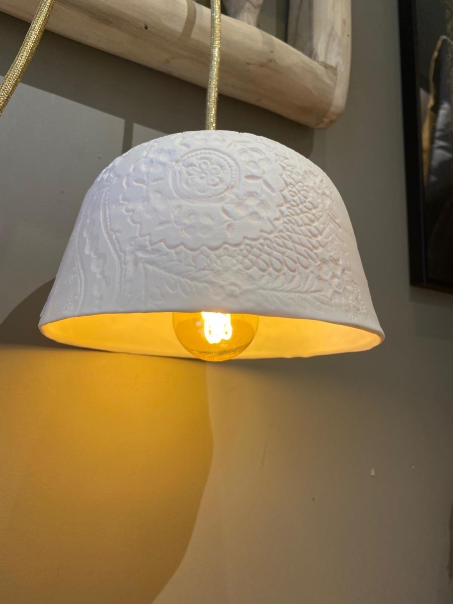 Baladeuse « Albertine » en porcelaine - Myriam Ait Amar - impression dentelle - fil pailleté or - petit modèle