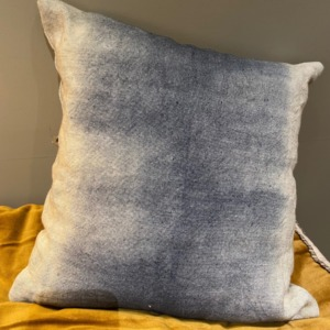 Coussin en lin garni - Bed and Philosophy - déhoussable - coloris « deep blue » 35x35cm