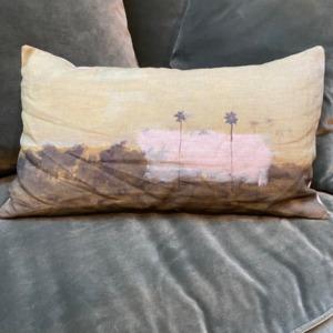 Coussin garni en lin - Maison Lévy - avec impression « deux palmiers »