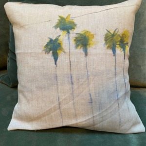 Coussin garni en lin - Maison Lévy - avec impression palmiers