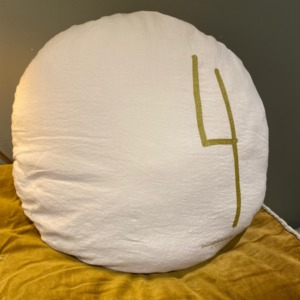 Coussin rond garni en lin - Bed and Philosophy - coloris « shamalo» - chiffre 4