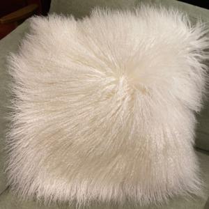 oussin garni en mouton tibétain déhoussable - Fibre By Auskin - Coloris ivory 50x50
