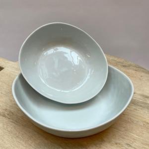 Coupelle aspect martelé en porcelaine légèrement ovale - Pomax - Diamètre 21cm. H: 6cm