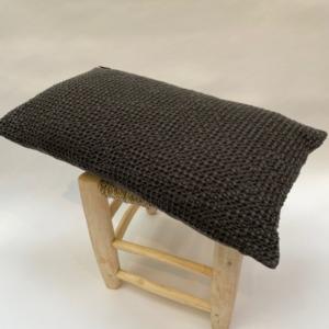 Coussin 100% nid d'abeille stonewashed en coton complet, déhoussable - vivaraise - Coloris carbone 30x50cm