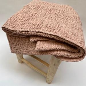 Jeté de lit « tana » 100% coton nid d'abeille stonewashed - Vivaraise - Coloris aubépine - 140200cm