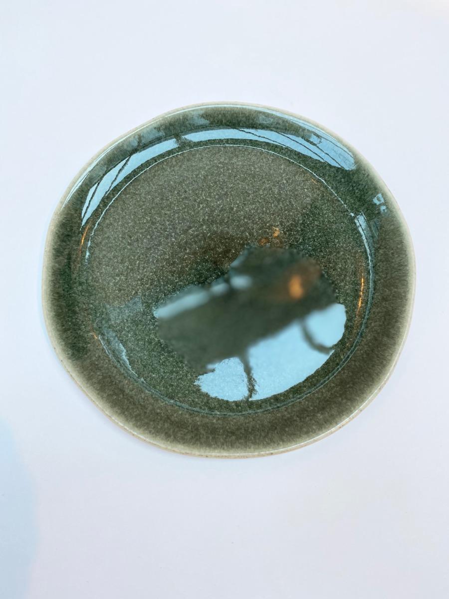 Assiette à dessert ronde en grès, Jars céramistes, Orage, Diamètre 20cm, H: 1,5 cm, service Maguelone