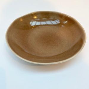 Assiette à pâtes en grès, Jars céramistes, Châtaigne , Diamètre 23cm, H: 4,5cm, service Maguelone