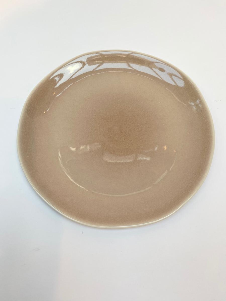Assiette plate ronde en grès, Jars céramistes, Tamaris, Diamètre 26,5cm. H:2,5cm, service Maguelone