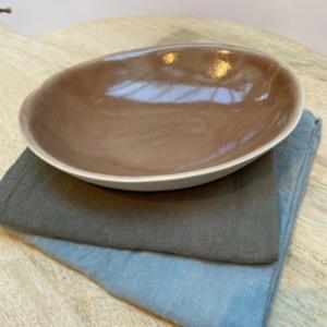 Coupelle ovale en grès, Jars céramistes, Châtaigne, Dimensions : 18,5/15cm, H: 3,5cm, Contenance: 30cl, service Maguelone