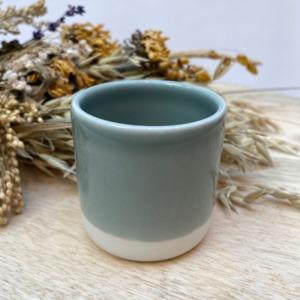 Gobelet en grès Jars céramistes, Coloris : Gris oxyde, Contenance 13 cl, Diamètre 6,5cm. H: 6cm , Service Cantine