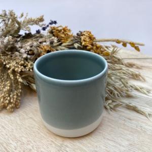 Gobelet en grès Jars céramistes, Coloris : Gris oxyde, Contenance 20 cl, Diamètre 7,5cm. H: 7cm , Service Cantine