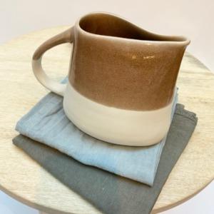 Pichet en grès, Jars céramistes, Châtaigne, Dimensions 6/11cm, H: 14cm, Contenance 75cl, service Maguelone