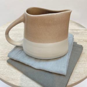 Pichet en grès, Jars céramistes, Tamaris, Dimensions 6/11cm, H: 14cm, Contenance 75cl, service Maguelone