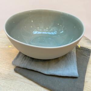 Saladier en grès, Jars céramistes, Cachemire, Diamètre 22,5cm, H: 9,5cm, service Maguelone