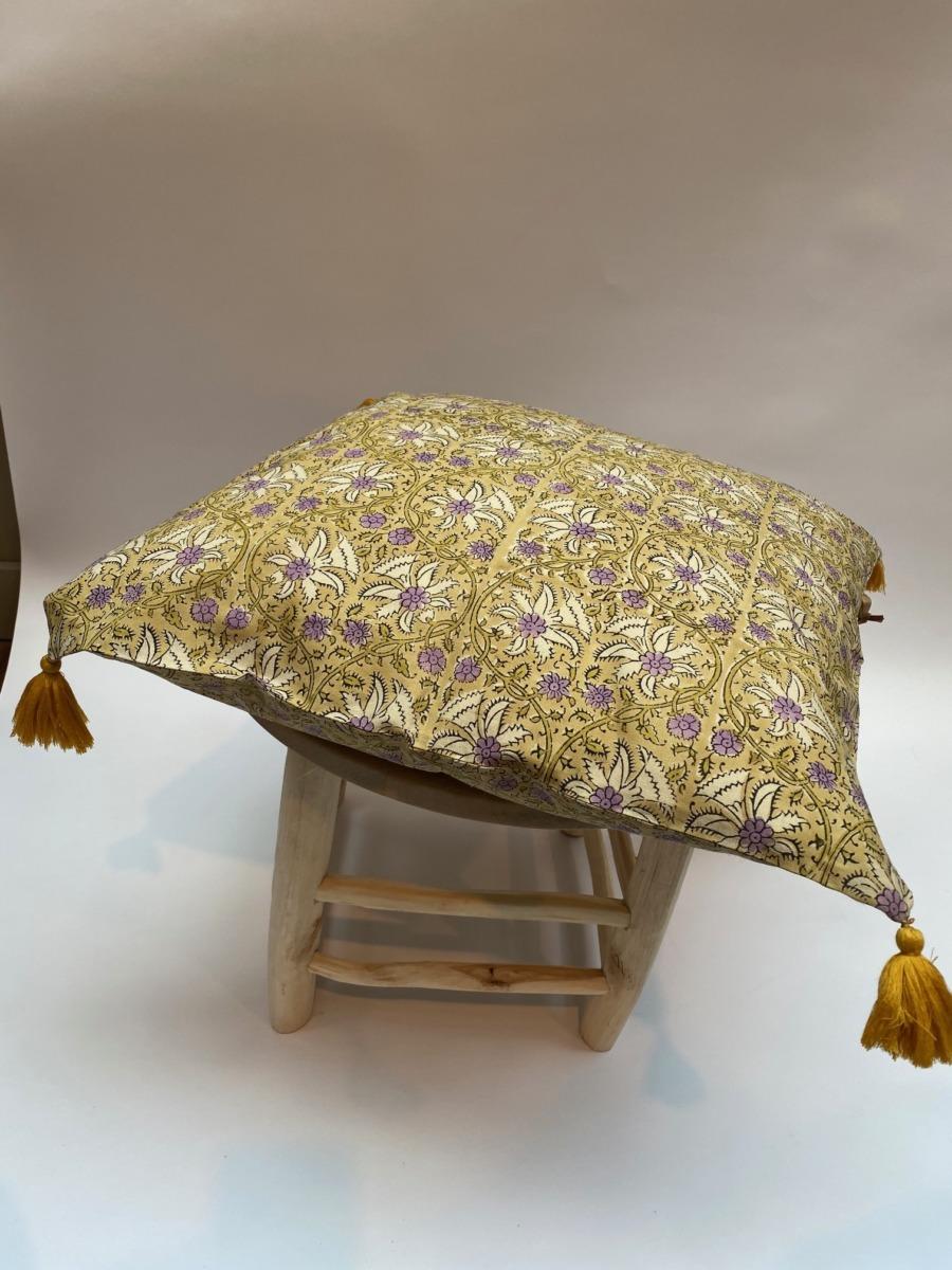 Coussin complet - Bungalow - Déhoussable en coton avec pompons jaunes aux 4 coins, 50/50cm
