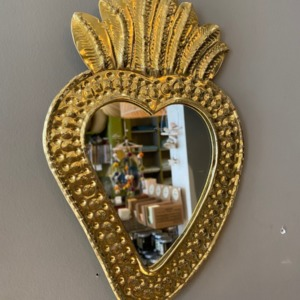 Miroir en laiton avec système d'attache au dos Hauteur 20cm. Largeur 12cm