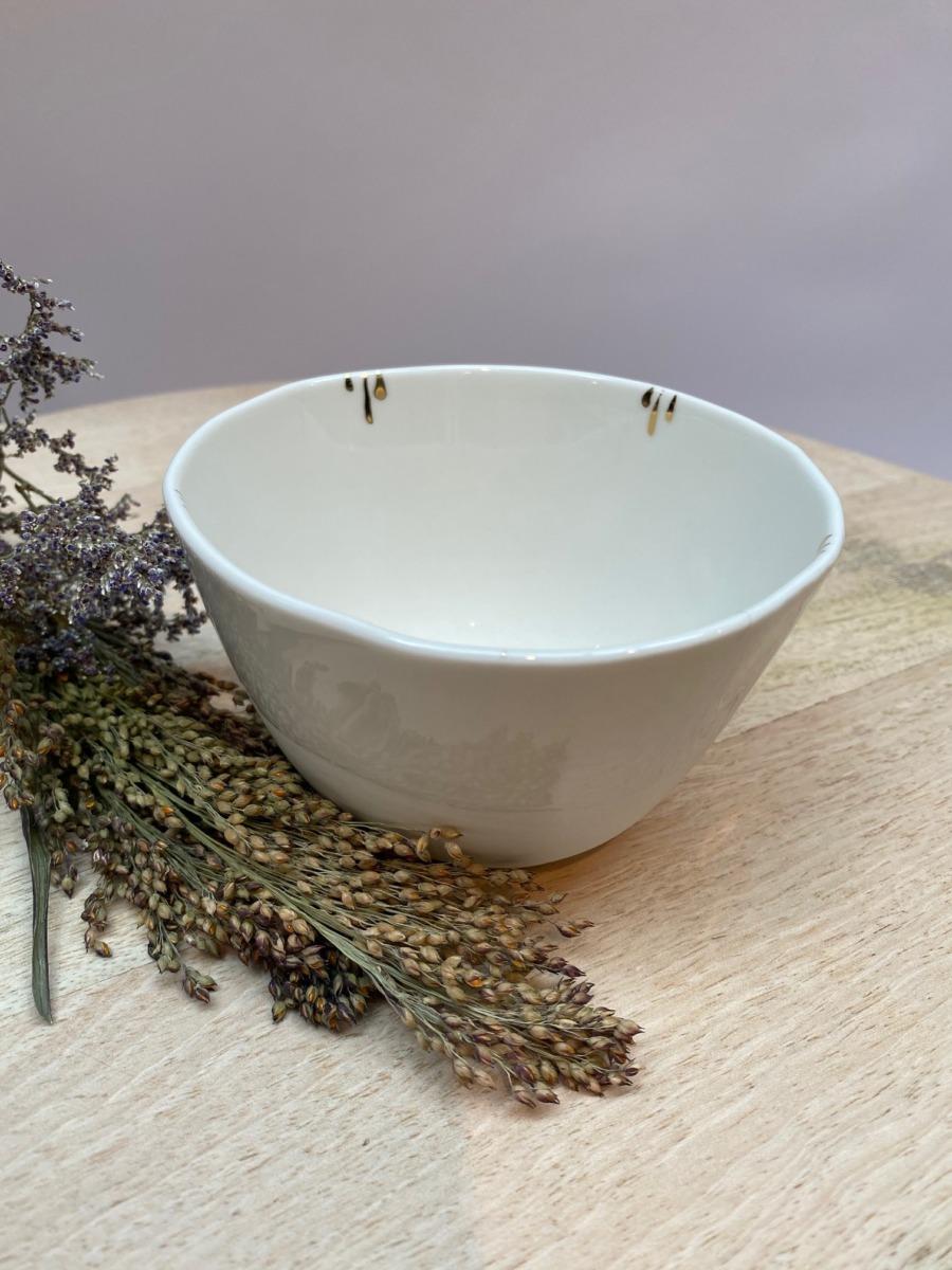 Petit bol de - Epure - 11,5cm de diamètre et 7cm de hauteur en porcelaine de Limoges avec retouches d'or tout autour à l'intérieur