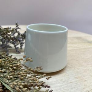 Petite tasse à expresso - Epure - de 5,5cm de diamètre à la base, 6,5cm de diamètre au socle et 5cm de hauteur en porcelaine de Limoges